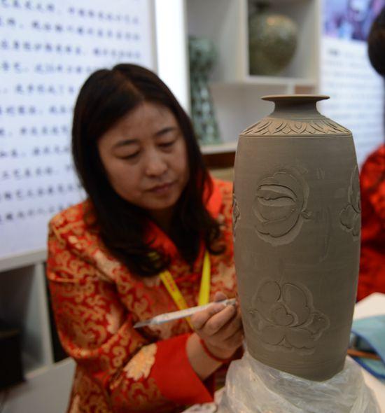 13 56个项目集中签约铜川打造1000亿陶瓷产区集群地(3)_副本.jpg